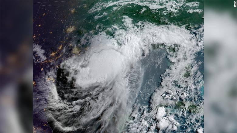"""Estados Unidos: """"Lo peor está por venir"""": Barry se adentra en Luisiana con más lluvia y amenaza a 11 millones de personas con inundaciones (CNN Español)"""