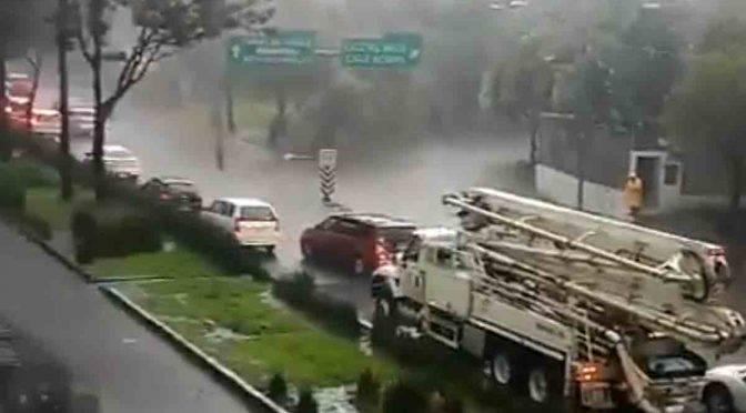 CDMX: Inundaciones en Periférico Sur afectan hasta el Segundo Piso (Excelsior)