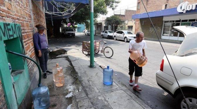 Guadalajara: Surten agua potable en Del Fresno de una cervecera (Mural)