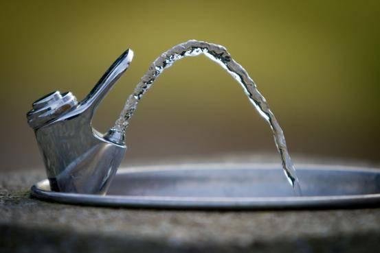 Nueva York: Alerta de plomo en el agua: estos son los bebederos contaminados en parques (Univisión 41)