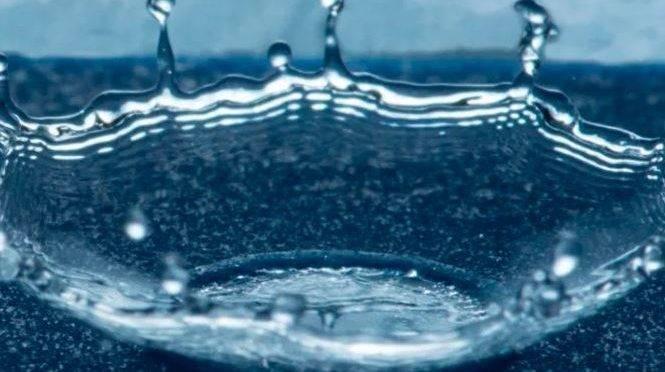 """Investigadores del MIT crean un material que sirve como un """"escudo"""" para repelar el agua (ID)"""