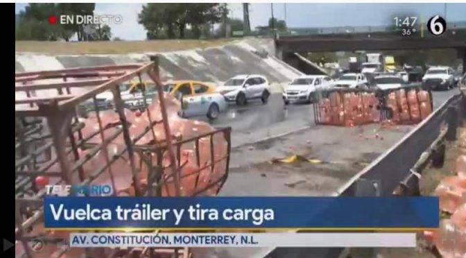 Monterrey: Vuelca tráiler con mil 200 garrafones de agua en Constitución (Multimedios)