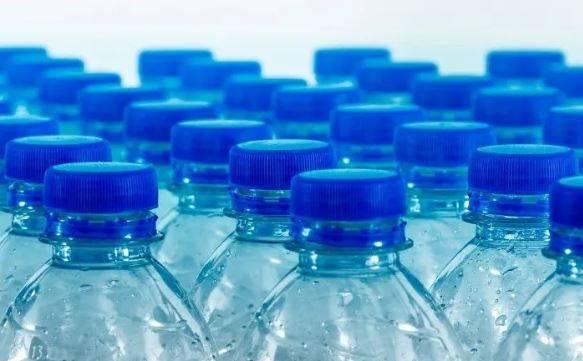 Hogares en CDMX gastan 4 mil millones de pesos en agua embotellada al año (El Imparcial)