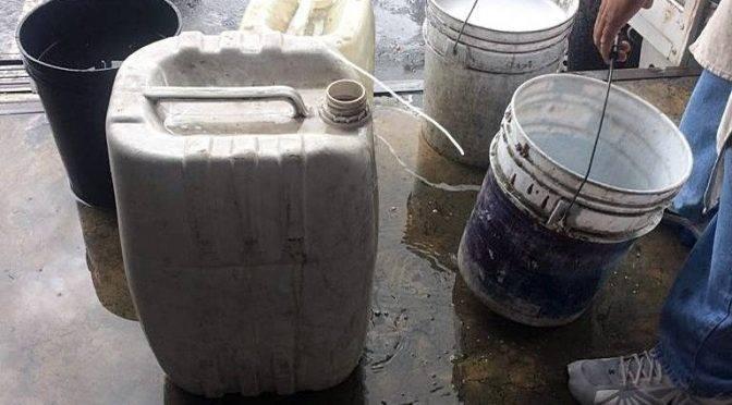 Recolectan agua de lluvia para enfrentar desabasto en la central de abastos de Toluca (El Sol de Tolúca)