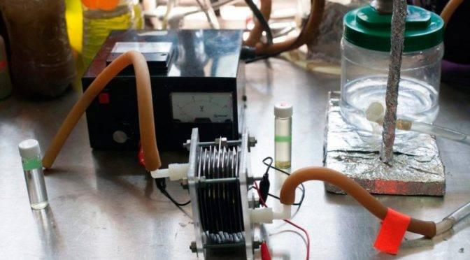 México: Estudiantes mexicanas transforman agua sucia en combustible (2000 agro)