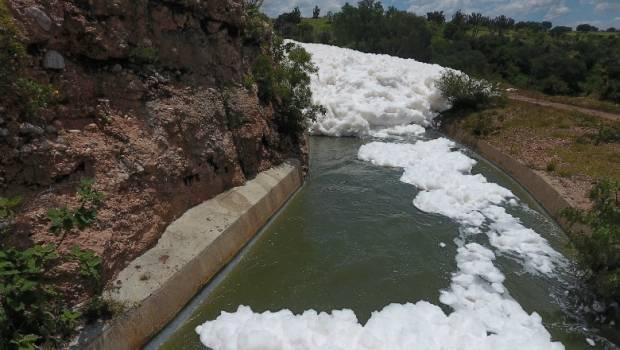 Puebla: Grandes cantidades de detergente y materia orgánica forman espuma tóxica en Valsequillo (Urbano Puebla)