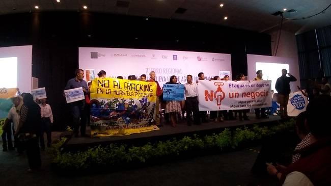 San Luis Potosí: Protestan activistas durante Foro para nueva Ley del Agua (Global media)