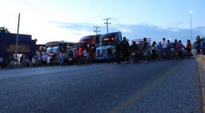 Lerdo: Lerdenses bloquean calles por falta de agua potable (MILENIO)