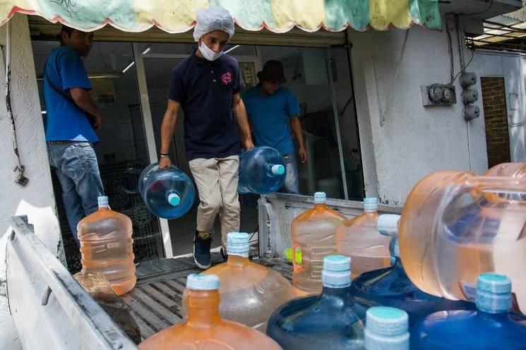 CDMX: al año, mexicanos gastan $45 mil millones en agua embotellada (La Jornada)