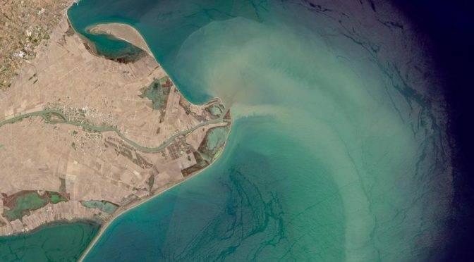España: 2.200 millones de microplásticos llegan cada año al Mediterráneo con las aguas del Ebro (La vanguardia)