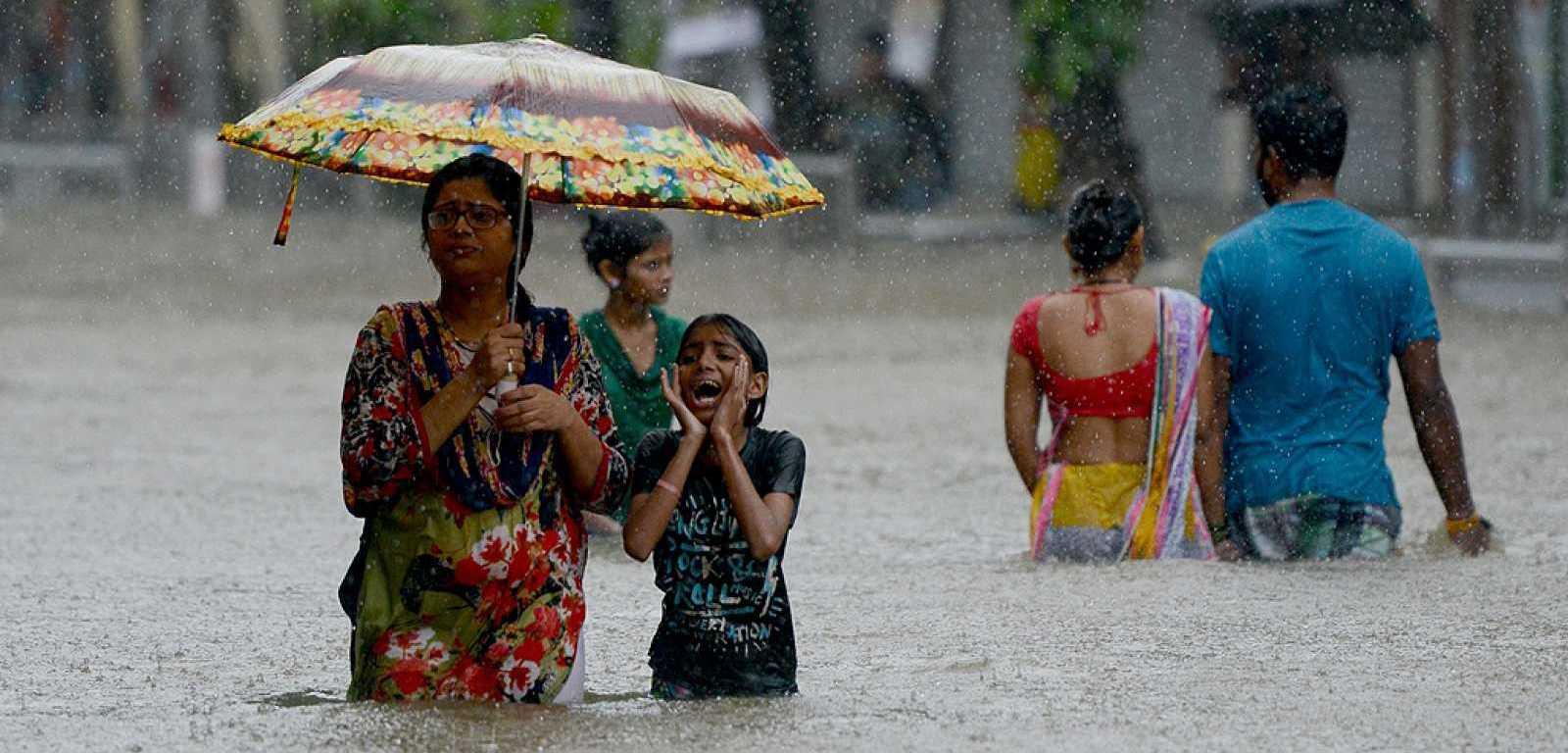 Asia sigue en alerta: las lluvias monzónicas dejan cerca de 200 muertos en el sur del continente (El Intransigente)