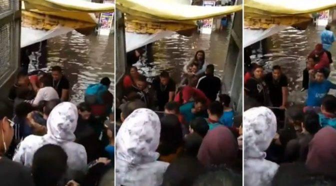 CDMX: Usuarios del Metro pagan 5 pesos para evitar inundación en Acatitla (La Razón)