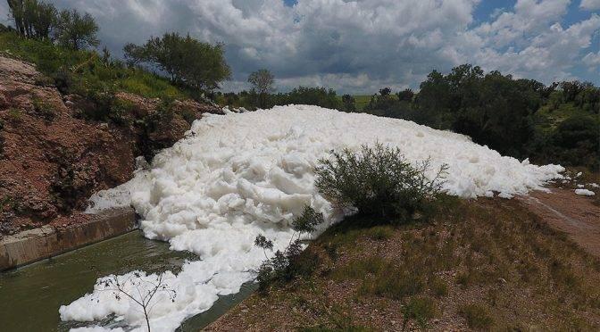 Puebla: Culpa empresa de agua a empresas de Tlaxcala por espuma tóxica (El popular)