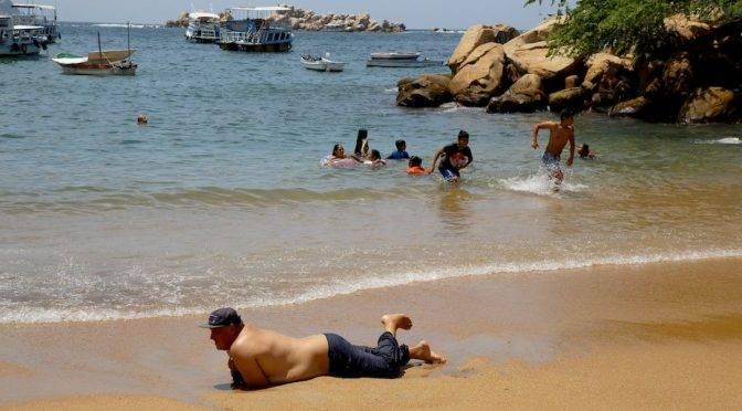Guerrero: playas de acapulco son seguras para nadar; la corriente limpia el agua (Reporte Indigo)