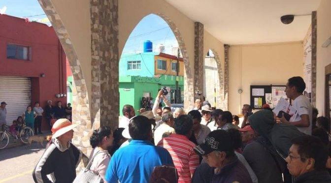 Puebla: Ni privatización ni aumento a tarifa del agua  en Momoxpan: Arriaga Lila (La jornada de Oriente)