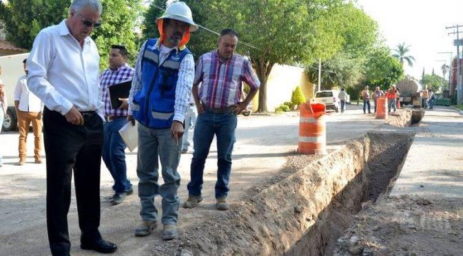 Coahuila: supervisa alcalde obra de drenaje y agua potable (Noticias del Sol de la Laguna)