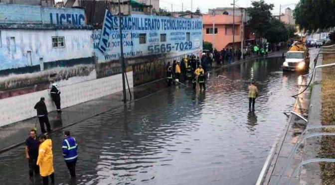 CDMX: Desbordamiento del río Tlalnepantla provoca inundaciones (Tribuna)