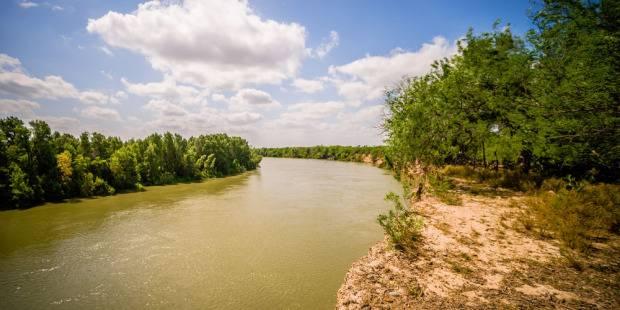 México: La contaminación en el Río Bravo, por donde al año cruzan miles de migrantes a EEUU, pone en riesgo a 500 especies de aves y peces (infobae)