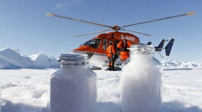 Los microplásticos no solo están en el agua y los animales, sino también empiezan a encontrarse en la nieve (Xataka)