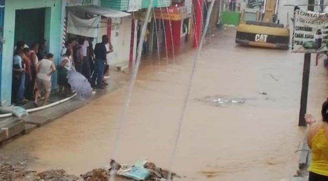 Se desborda río de aguas negras en Chiapas (Excélsior)