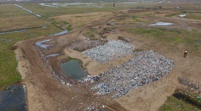 Argentina: Crisis ambiental: arrojan más de 100.000 kilos de basura por día a 2000 metros del mar (La Nación)