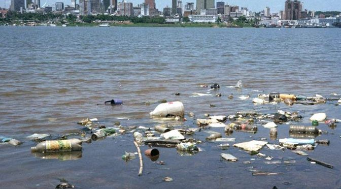 Australia: Desarrollan imanes para limpiar la contaminación de microplásticos en mares y ríos (télam)