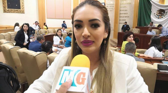 Nayarit: Promueve Erika Aldaco programa para recolectar el agua de lluvia (Meridiano)