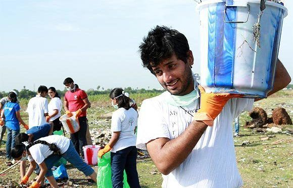 India: Renunció a su soñado empleo en Google para limpiar ríos y lagos en todo el país (La red 21)