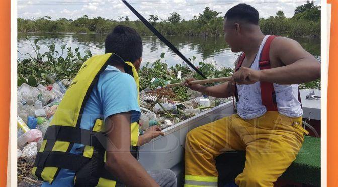 Campeche: Recalan desperdicios al río (Tribuna)
