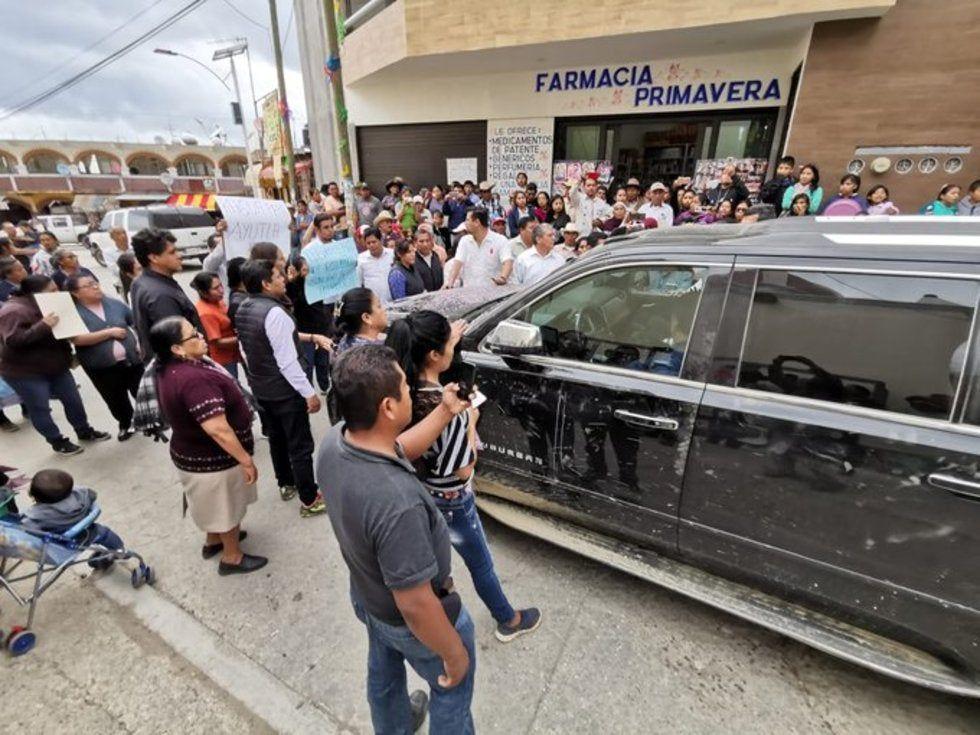 Pobladores de Oaxaca exigen agua potable en presencia de AMLO (Palco Quintanarroense)