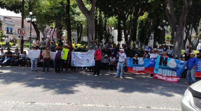 """Puebla: Marchan ASA Y UPVA por desprivatización del agua; hay """"delincuencia""""en el manejo del servicio (La jornada de Oriente)"""