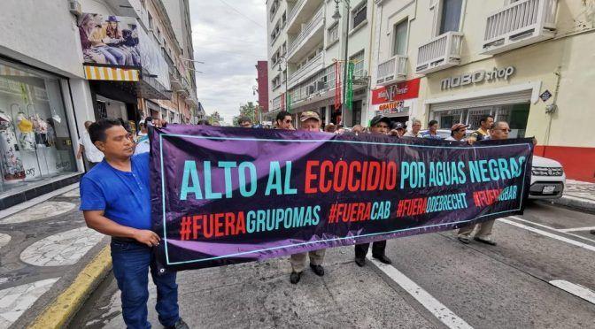 Protestan vecinos de Veracruz por mal servicio privado de aguas (Milenio)
