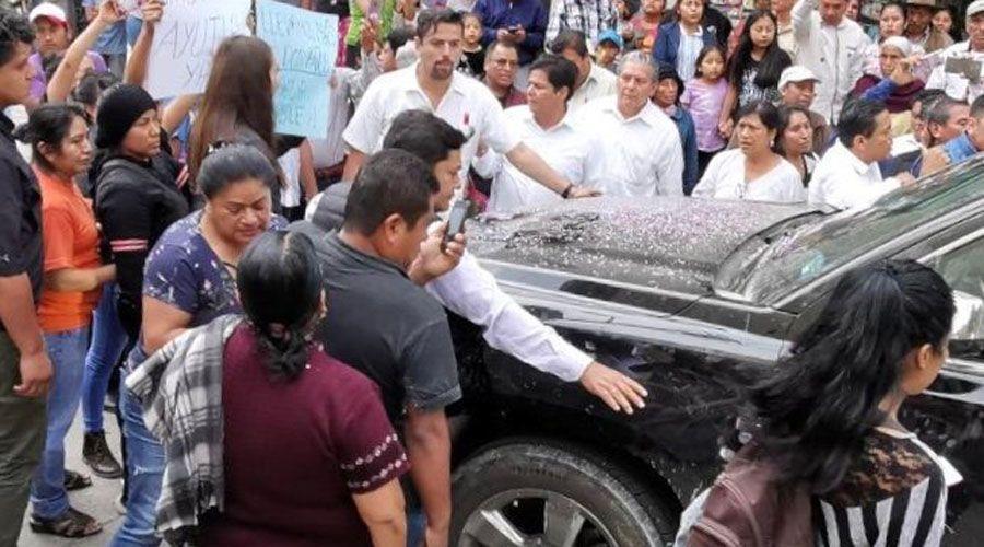 Oaxaca: Pobladores de Ayutla retienen a López Obrador para pedir agua (El Imparcial)