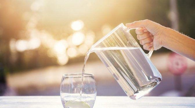 ¿Por qué beber agua todo el día no es la mejor manera de mantenerse hidratado? (Vanguardia)