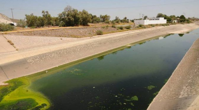 Durango: Denuncian una fuga de aguas negras sobre el canal Santa Rosa-Tlahualilo en Lerdo (El Sol de la Laguna)