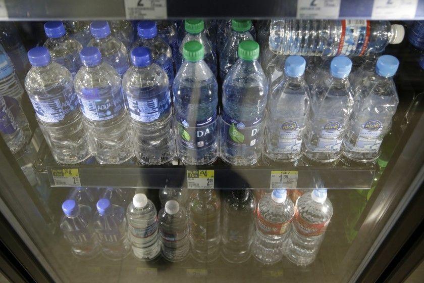 EE.UU: El aeropuerto de San Francisco prohibió la venta de botellas de agua de plástico (Hoy)
