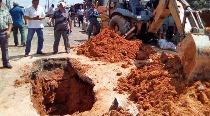 Tabasco: Deja fuga de agua doble socavón en la Primero de Mayo (El Heraldo de Tabasco)