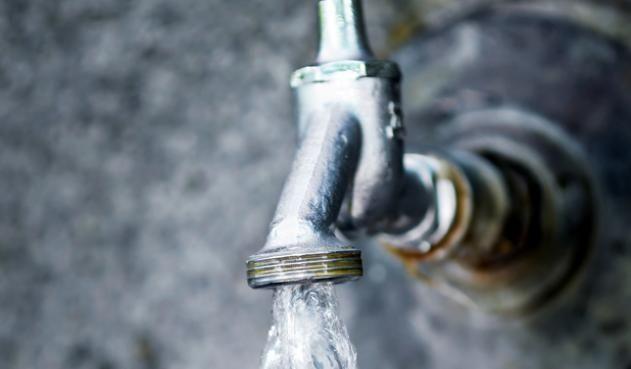 Colombia: Miles de habitantes en Medellín se quedaron sin agua por contaminación (La FM)