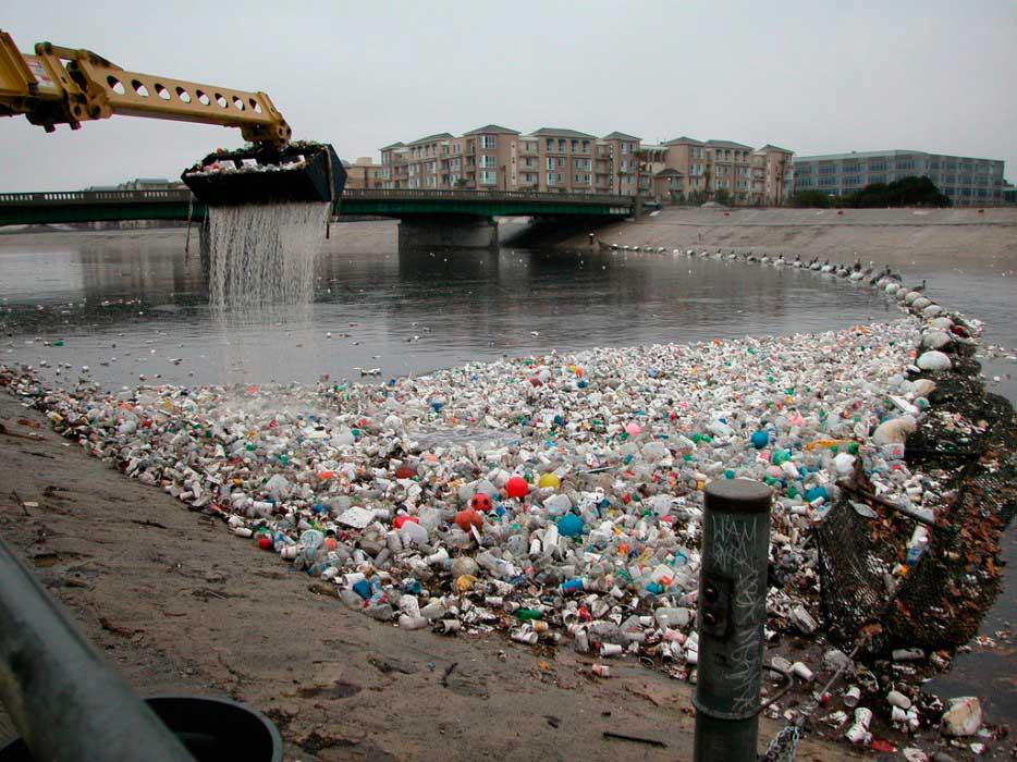 República Dominicana: Recolectan mil bolsas con desechos plásticos de río (Megalópolis)