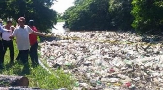Veracruz: Investigan origen de la basura que agravó contaminación en el Río Blanco (Xeo noticias)