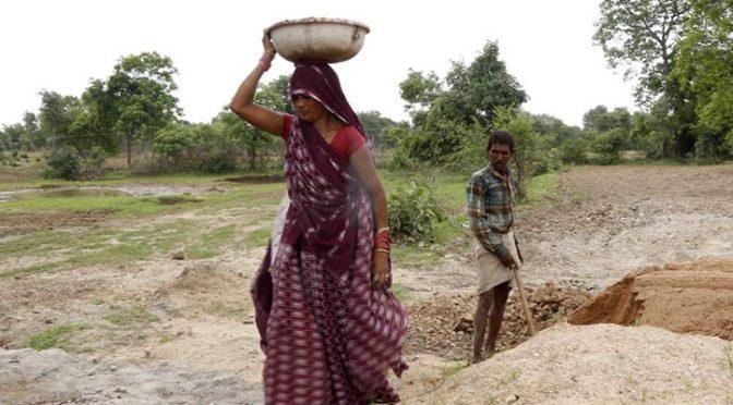 India: Las 'mujeres del agua' sacian la sed de los pueblos (Latinamerican Post)