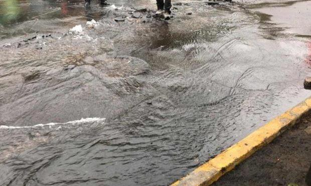 CDMX: Pese a la escasez, continúa fuga de agua en Álvaro Obregón (Posta)