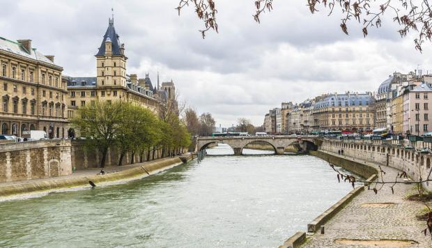 Francia: Prueban embarcación que ahorra energía elevándose sobre el agua con alas hidrodeslizadoras (Investigación y Desarrollo)