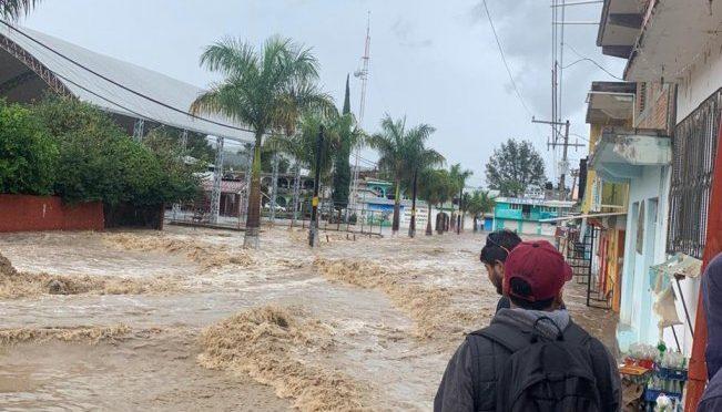 """Oaxaca: Tormenta """"Narda"""" deja un muerto; suspenden clases en tres municipios (El Universal)"""