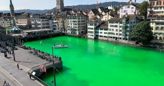 Ginebra: Alertan por coloración verde fosforescente en río de Suiza (El Universal)