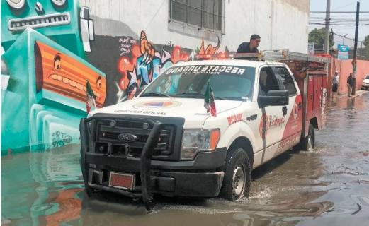 EDOMEX: Agua subió hasta 80 cm de altura en Ecatepec (El Universal)