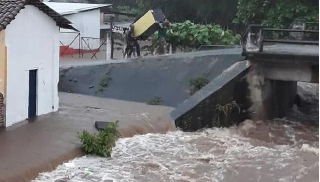 Chiapas: Desborde de río Chalaquita afecta 140 viviendas (El Universal)