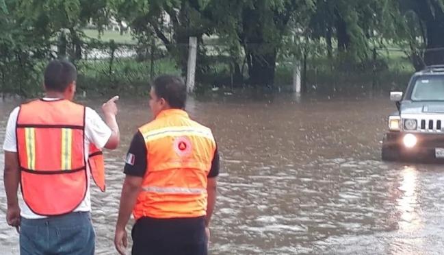 """Michoacán: """"Narda"""" deja inundaciones en Lázaro Cárdenas (El Universal)"""