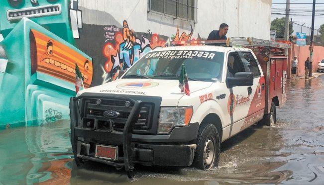 Edo. Mex: Agua subió hasta 80 cm de altura en Ecatepec (El Universal)