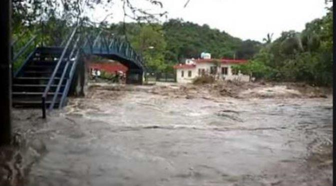 Colima: Huracán Lorena causa desbordamiento del arroyo Santiago en Manzanillo (Xeu noticias)